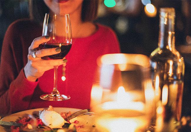Candle-Light-Dinner-Wein